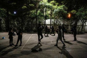 «نازنین فیضی» ، «ملیکا مرادی» و «یاسمین زنگنه» از اهالی شهر ملایر 2 سال است که در حیاط منزل و گاهی در فضای بیرون شهر تمرین می کنند