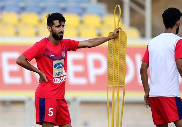 نمایش پیراهن هافبک پرسپولیس در بازی عربستان - عراق + عکس