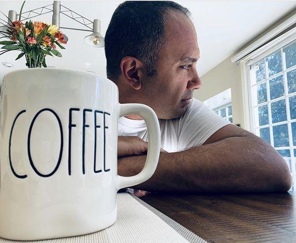 قهوه خوردن صبحگاهی احسانکرمی + عکس