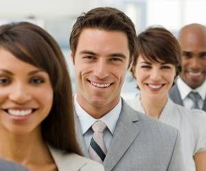 فواید باورنکردنی لبخند زدن در محیط کار
