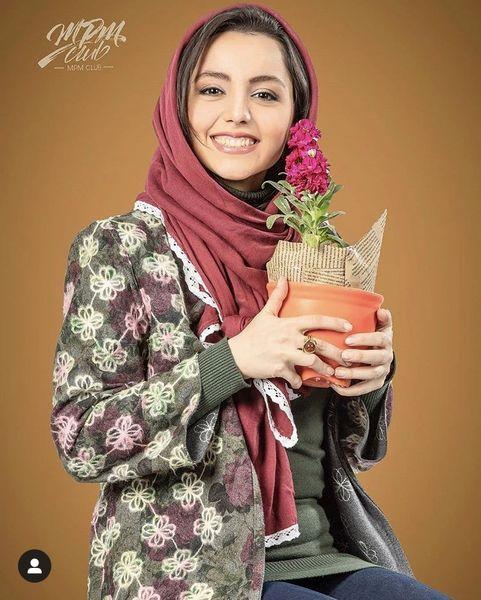 نازنین بیاتی با گلدانی زیبا + عکس