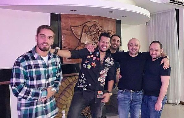 سیاوش خیرابی و دوستانش در منزل شخصی شان+عکس