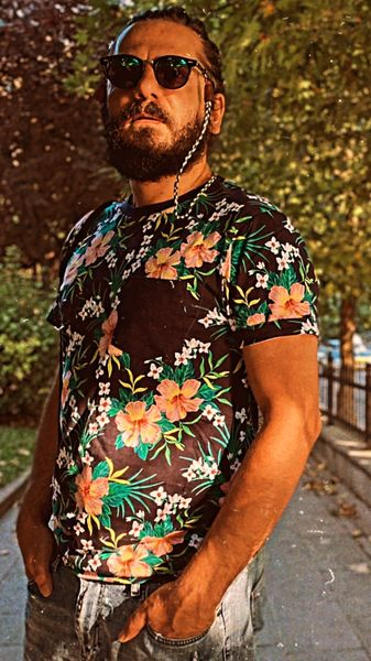 لباس گل گلی عباس غزالی + عکس