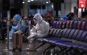 مسافر با لباس محافظ کامل در برابر کرونا + عکس عجیب