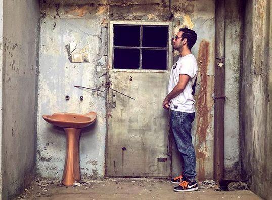 لوکیشن متفاوت و عجیب نیما شعبان نژاد برای عکاسی + عکس