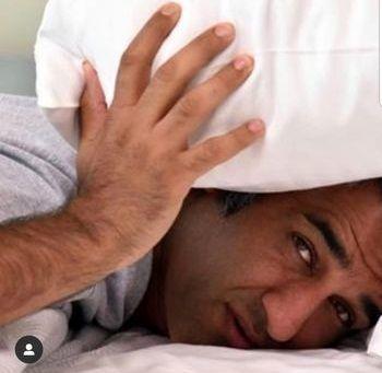 عکس سر صبحی پژمان جمشیدی در رختخواب