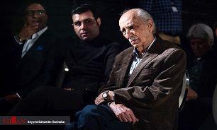 داریوش اسدزاده: چهار روز است که در بیمارستان بستری شدهام