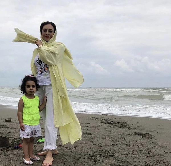 بازیگر دل و دخترش لب دریا + عکس