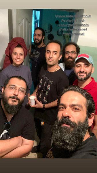 سلفی بازیگر کرگدن با دوستانش + عکس