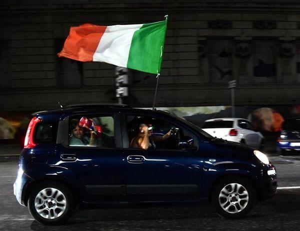 ایتالیا غرق شادی بعد از صعود به فینال یورو+ عکس