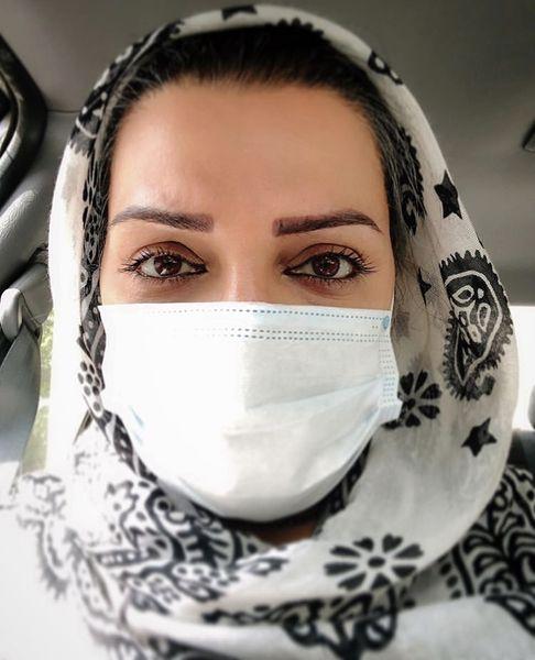 الهام پاوه نژاد با ماسک در تاکسی + عکس