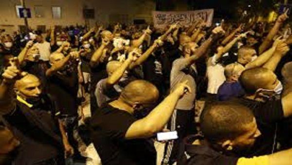 تظاهرات مسلمانان خشمگین از سخنان مکرون