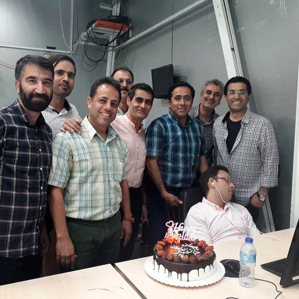 شوخی بامزه داود عابدی با همکارش در روز تولدش+عکس