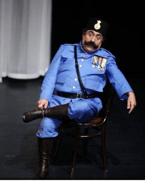 خسرو احمدی با لباس سربازهای قدیمی + عکس