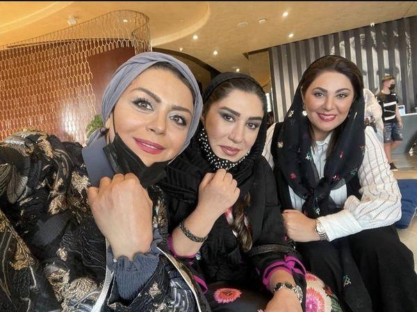 سلفی شبنم فرشادجو با دوستانش + عکس