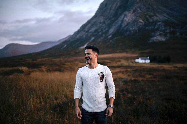اسکاتلندگردی آقای خواننده قبل از کنسرت جدیدش+عکس