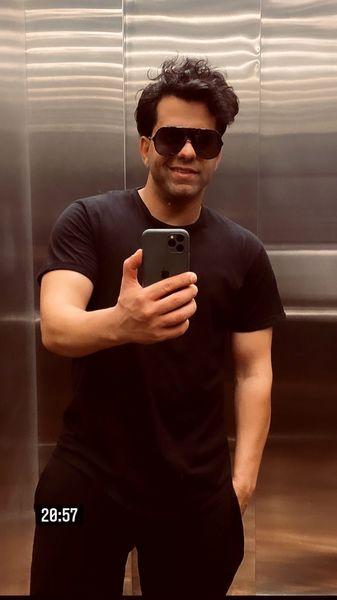 سلفی جدید رضا بهرام در َآسانسور + عکس
