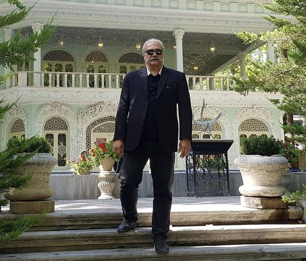 بهمن دان در عمارتی مجلل /عکس