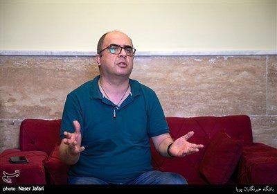 محمد درویشعلیپور نویسنده در پشت صحنه مجموعه تلویزیونی کلبه عمو پورنگ