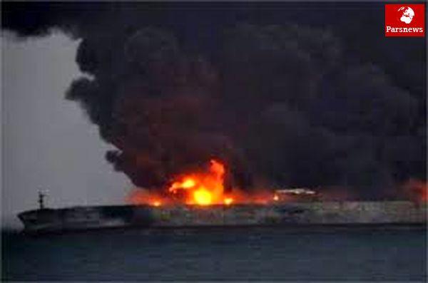 ارتش به داد ملوانان گیر افتاده در نفتکش آتش گرفته ایرانی رسید/ حضور تکاوران ارتش در محل حادثه