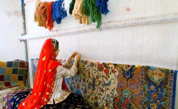 توصیه های یک زن قالی باف/ درآمد 800 هزار تومان تا 5 میلیونی قالیباف ها