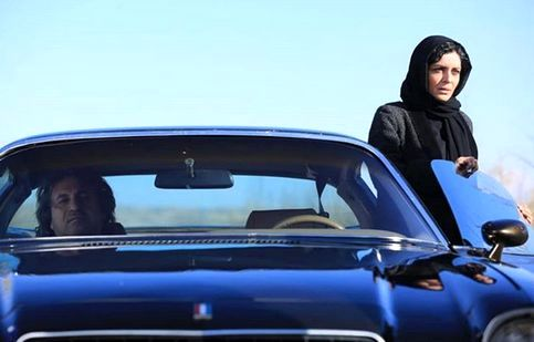 «ساره بیات» سوار بر ماشینی گرانقیمت +عکس