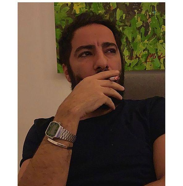نوید محمدزاده در حال سیگار کشیدن + عکس