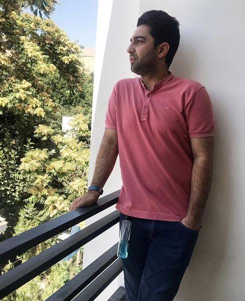 علی سخنگو در خانه اش + عکس