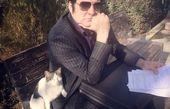 حسامنوابصفوی با کت وشلوار رسمی در پارک + عکس
