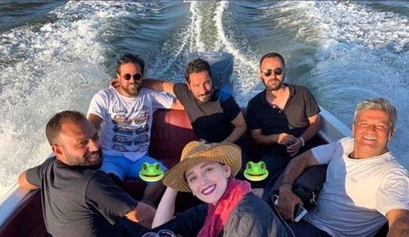 قایق سواری خانم بازیگر با بازیگران جوان درجه یک+عکس