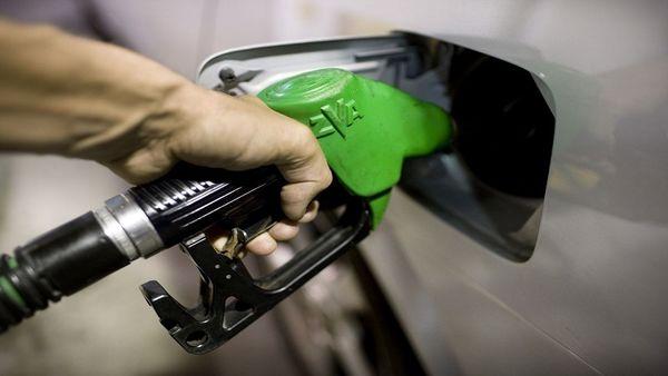 بنزین سوپر مثل قبل در جایگاههای عرضه سوخت توزیع میشود