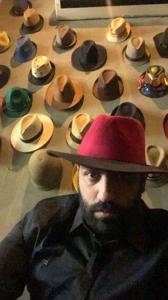 کلاه های رنگارنگ سامان گوران + عکس