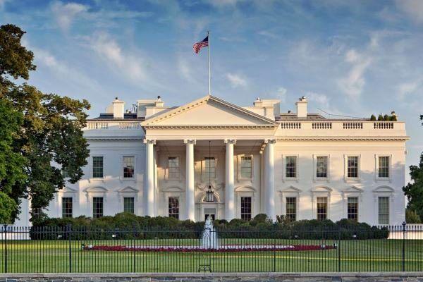 کاخسفید ارسال بسته انفجاری برای کلینتونها و اوباما را محکوم کرد