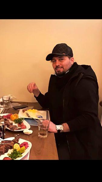 دانیال عبادی در یک رستوران + عکس