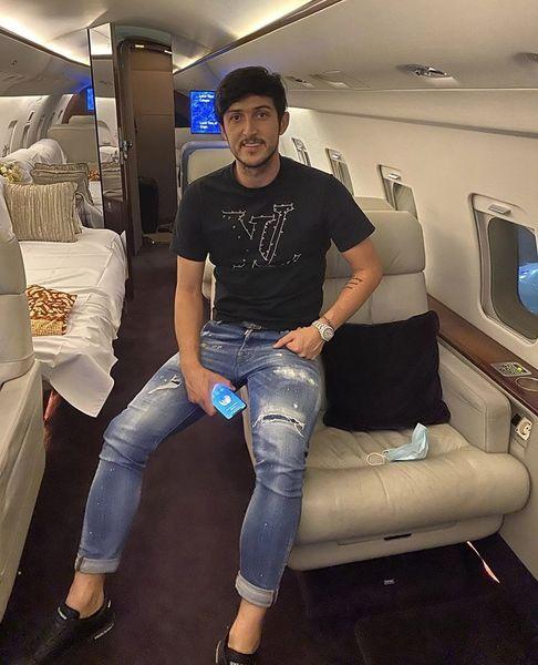 سردار آزمون در هواپیمای شخصیش + عکس