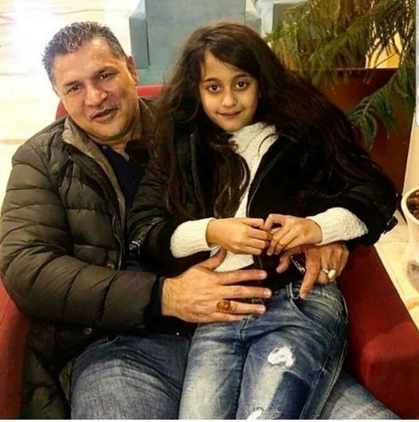 علی دایی و دختر گیسو کمندش+عکس