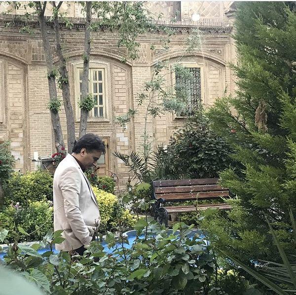 مجید اخشابی در خانه ای قدیمی + عکس