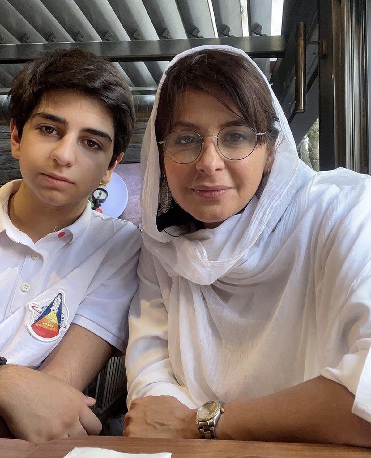 سیما تیرانداز و پسرش در یک رستوران + عکس