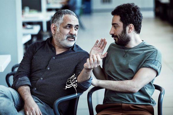 نوید محمدزاده و مانی حقیقی در حال بحث + عکس