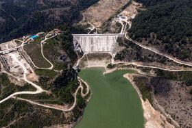 سد گلورد منطقه هزار جریب بهشهر که بر روی رودخانه نکا رود بسته شده است به علت عدم ارزیابی مناسب بازدهی ندارد و تنها منجر به تبخیر آب در پشت سد مانده میشود.