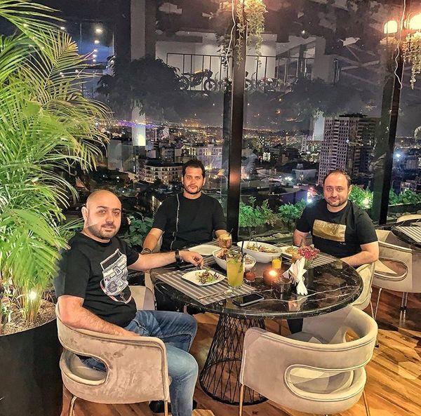 سیاوش خیرابی در رستوران لاکچری بر فراز شهر+عکس