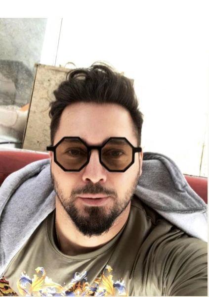 عینک هندسی طور دانیال عبادی + عکس