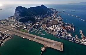 عجیب ترین فرودگاه در جهان/ فیلم