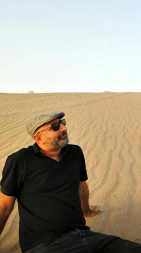 مجری مشهور در دل کویر + عکس