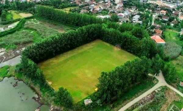 زمین فوتبال فوق العاده زیبای شمال + عکس