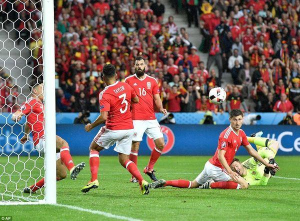 چه تیم هایی در جام جهانی با خط دفاع سه نفره بازی می کنند