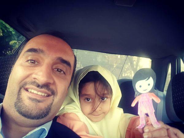 نیما کرمی و دخترش در ماشین + عکس