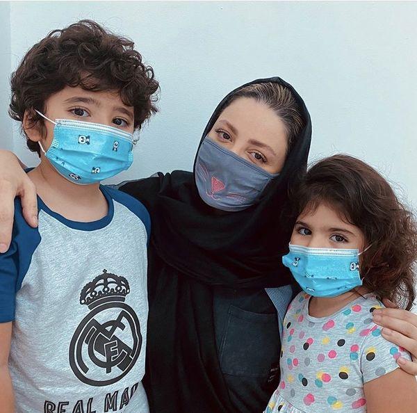 ماسک زدن خانم بازیگر و بچه هایش + عکس