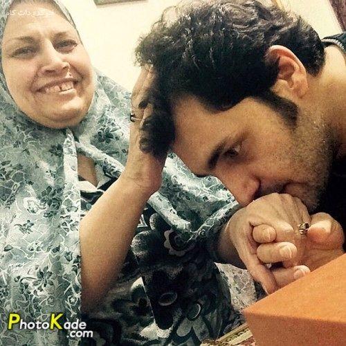 دستبوسی آقای بازیگر از مادر مهربانش+عکس