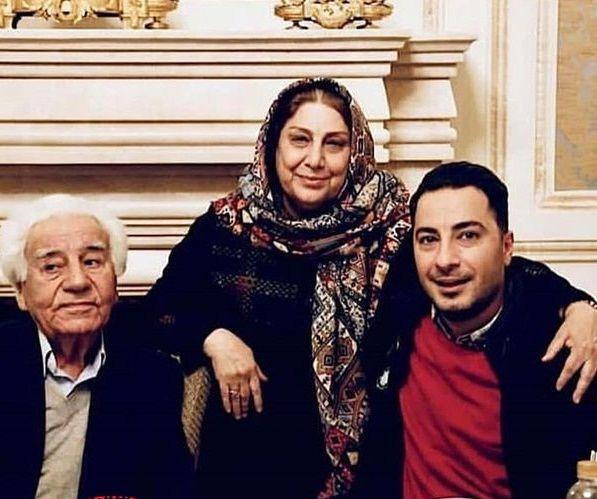 نوید محمدزاده در آغوش مادر و پدر+عکس